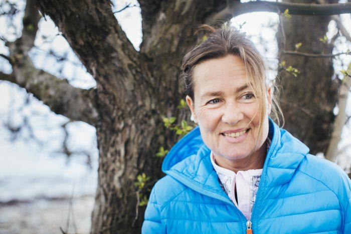 Emma Karp Lundström i närbild utomhus